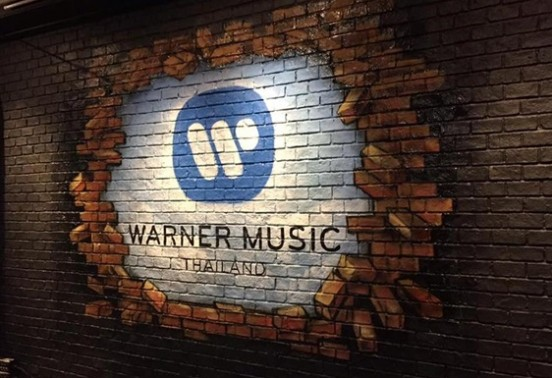 Warner Music signed the first ever contract with artificial intelligence