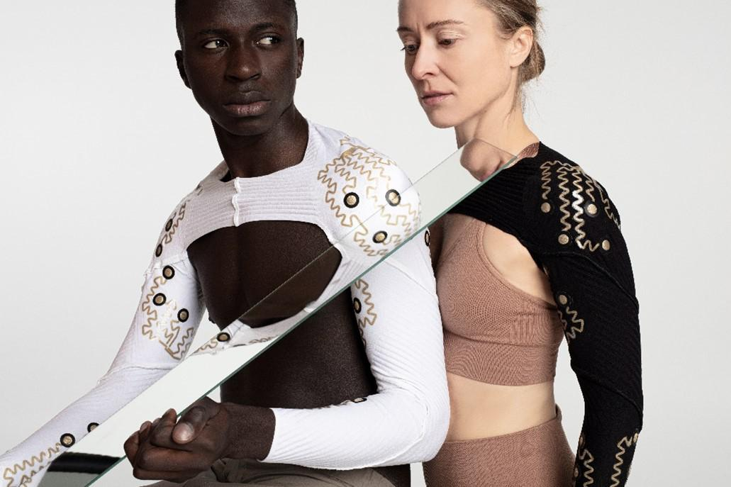 """Scientists have created """"smart clothes"""" that read body movements"""
